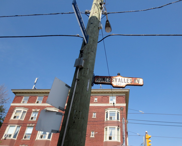 roncesvalles-avenue-street-sign