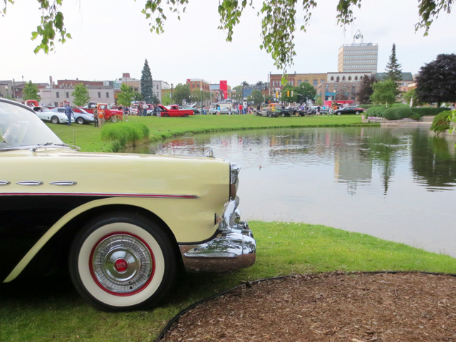 vintage-buick-at-barrie-car-show