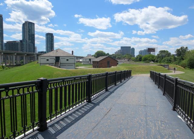 bathurst-street-bridge-to-fort-york-toronto