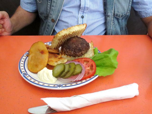 burger-at-rose-and-sons-swan