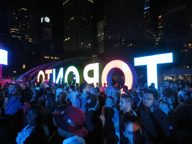 crowd-to-see-janelle-monae-nathan-phillips-square-toronto-panamania