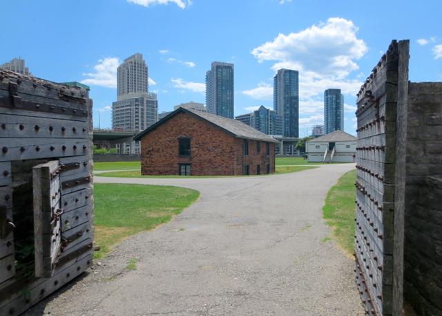 eastern-entrance-to-fort-york-toronto