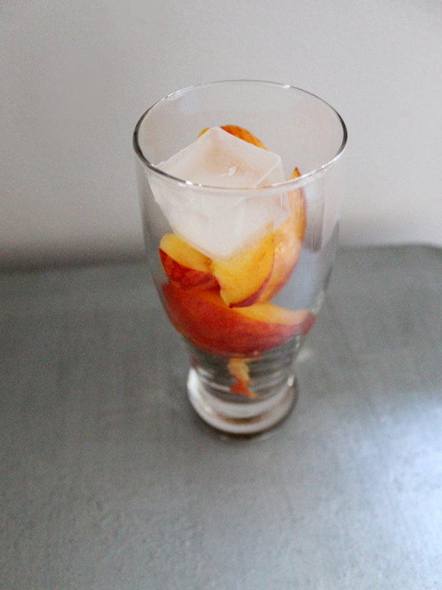 glass-with-peaches-and-ice