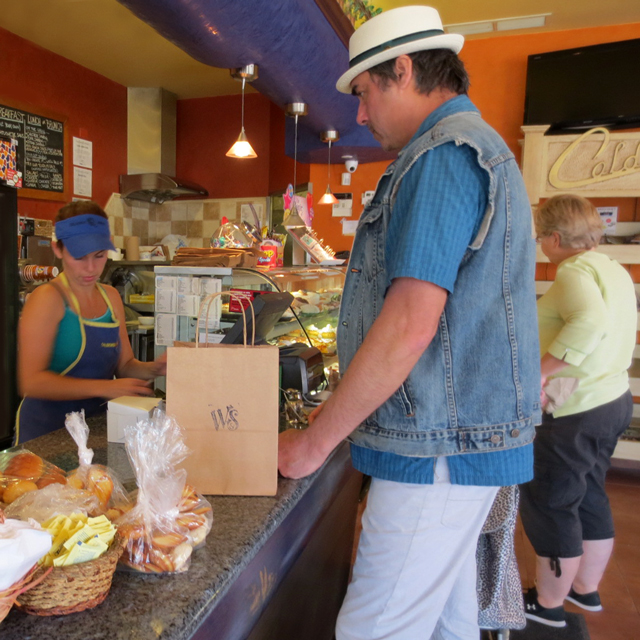 inside-caldense-bakery-dundas-street-west-and-palmersont-toronto-portuguese