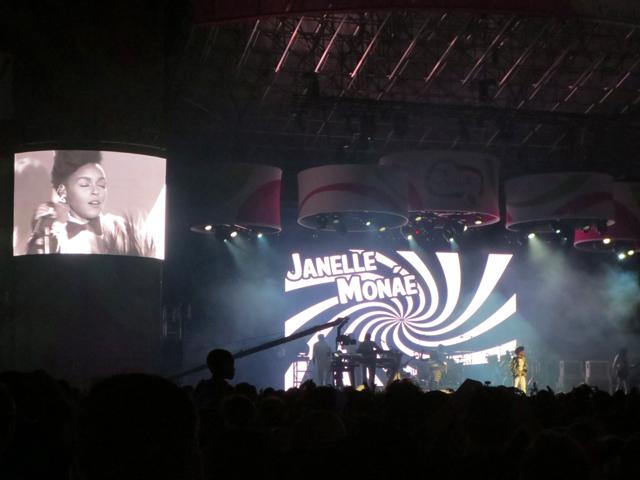 janelle-monae-concert-toronto-city-hall-panamania