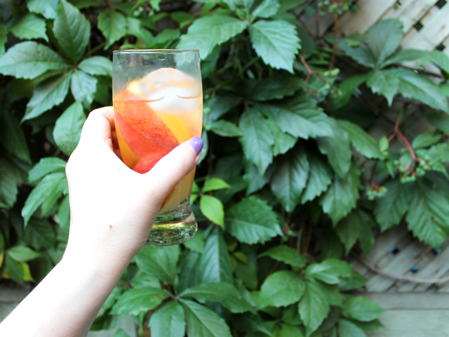low alcohol pretty wine cocktail with fresh peaches