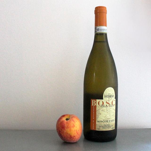 making a cocktail with bosc dla rei moscato dasti wine batasiolo