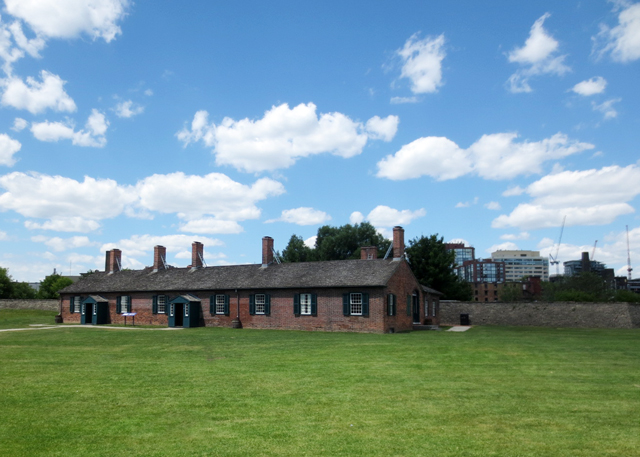 officers-barracks-and-mess-built-in-1815-fort-york-toronto