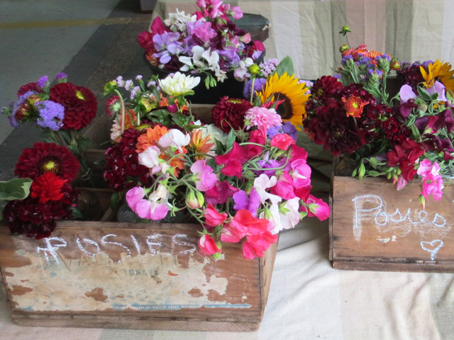 posies-for-sale-farmers-market-toronto