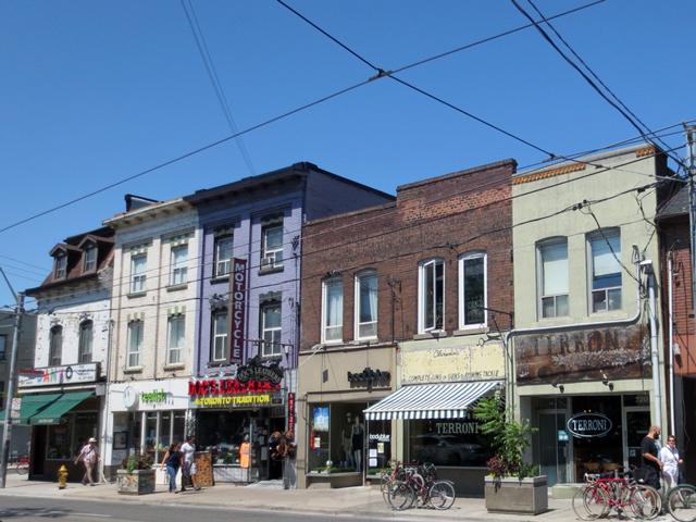summertime-queen-street-west-toronto