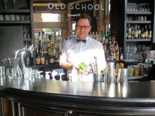 bar-at-old-school-restaurant-toronto-dundas-street-west-at-palmerston
