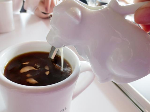 cow-milk-jug-in-action