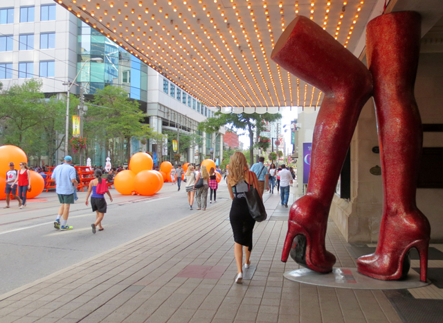 kinky-boots-and-tiff-balloons-on-king-street-west-toronto
