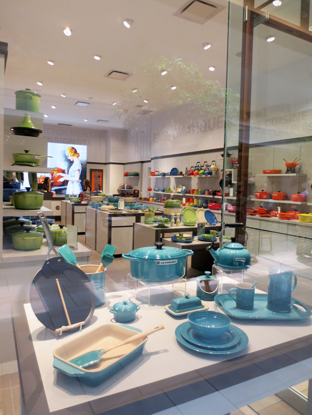 le-creuset-shop-bayview-village-mall-toronto