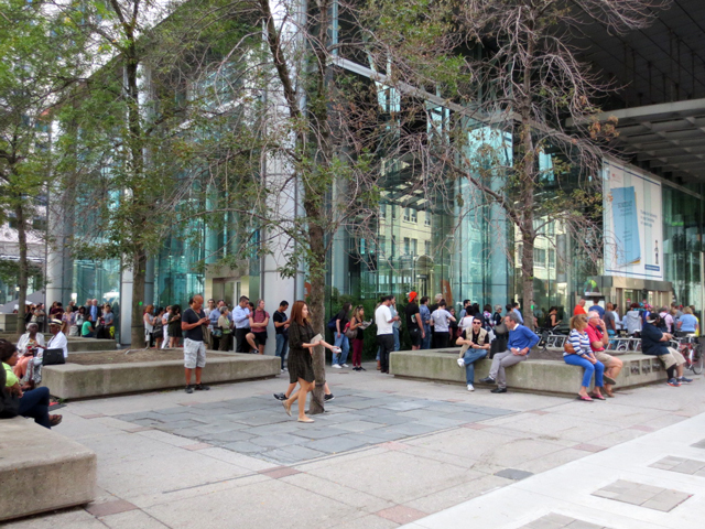 lineup-to-get-tickets-for-tiff