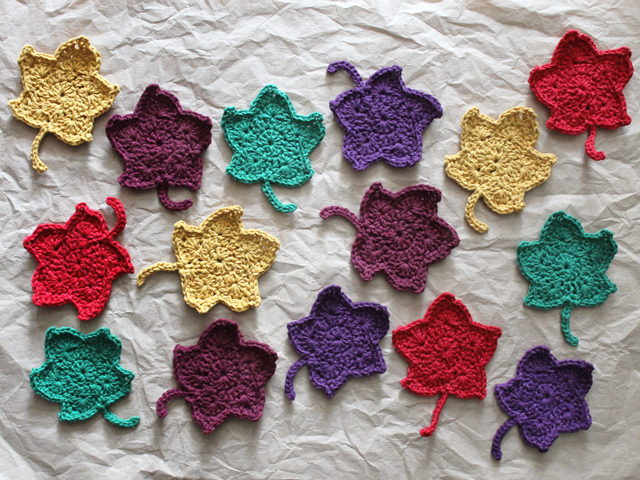 A Crocheted Autumn Decoration : Maple Leaf Garland | Loulou Downtown