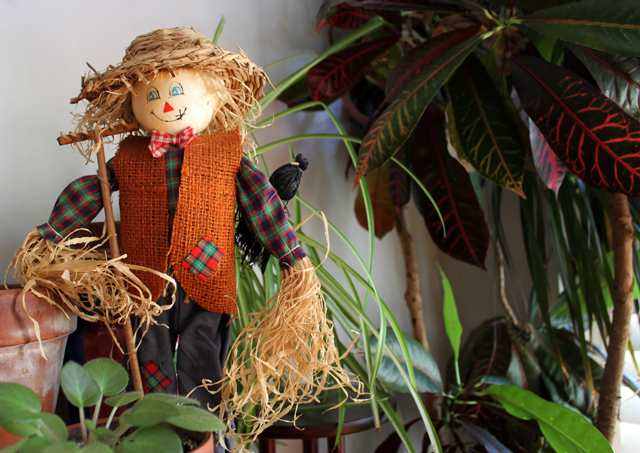 small scarecrow decoration halloween autumn