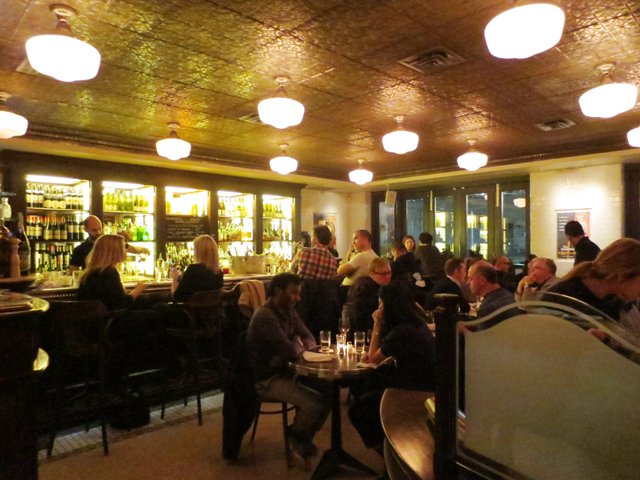 bar-area-at-le-select-bistro-toronto