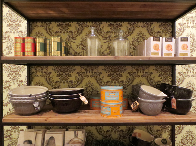 biscuits-and-kitchenwares-at-ago-giftshop