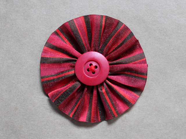 how to make a gift bow embroudery floss ribbon and a button easy handmade gift wrapping