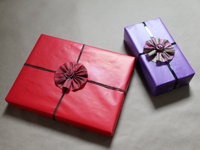 how to make gift bows ribbon and button flowers easy handmade diy