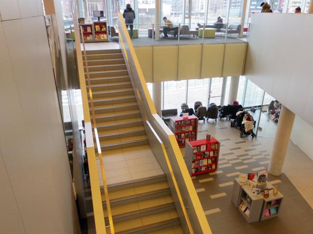 inside-toronto-public-library-fort-york-branch