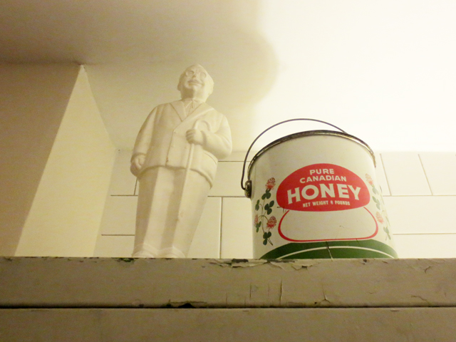 colonel sanders bank and pure canadian honey tin