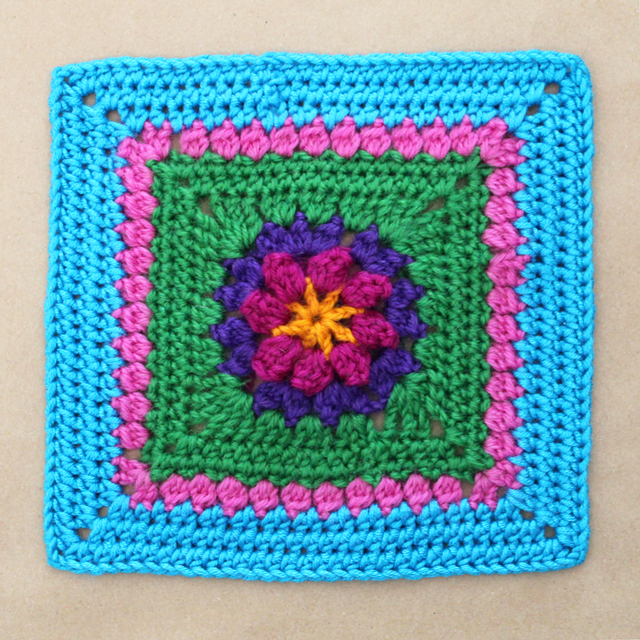 front-piece-of-crocheted-purse-primavera-flower-dadas-place
