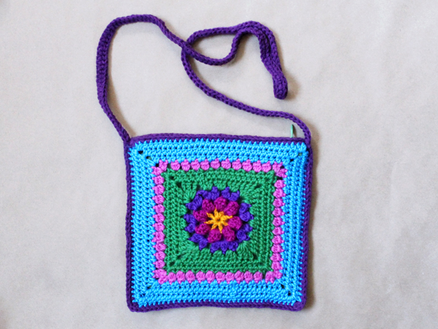 handmade-crocheted-cross-body-bag-free-pattern-instructions