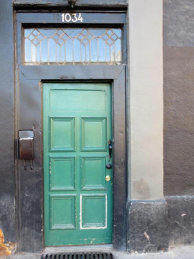 door at apartment 200 bar queen street west toronto