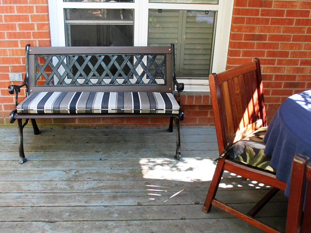 garden-bench-with-seat-cushion