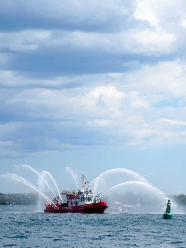 fire rescue boat toronto harbour
