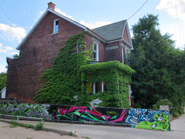 house-with-ivy