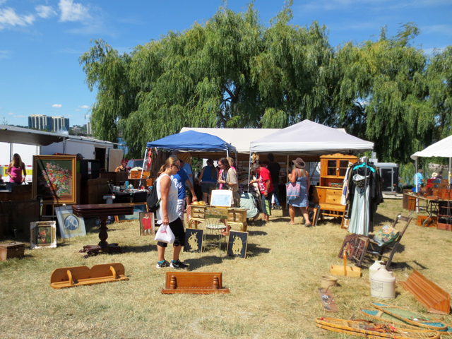 kempenfest-barrie-ontario-antique-booths