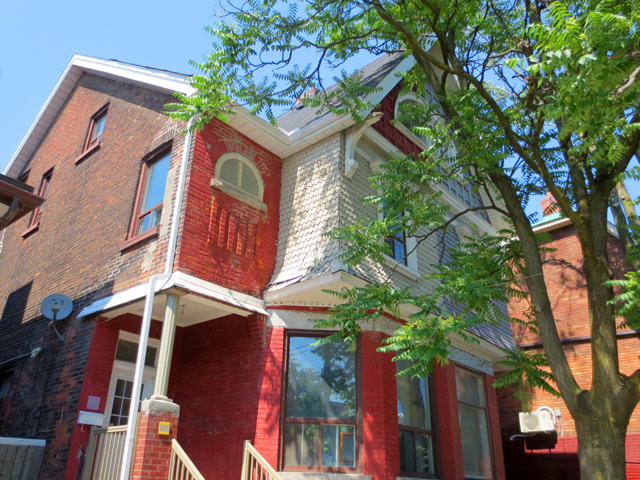 old-house-on-dundas-street-west-toronto