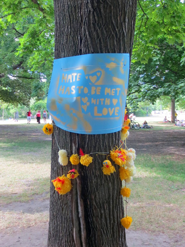 yarnbomb-in-the-park