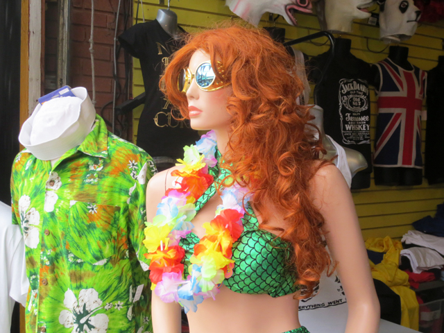 shopping-for-costumes-toronto-exile-vintage-in-kensington-market