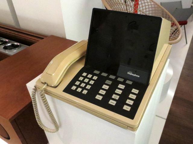 vintage-display-phone-at-the-design-exchange-museum-toronto