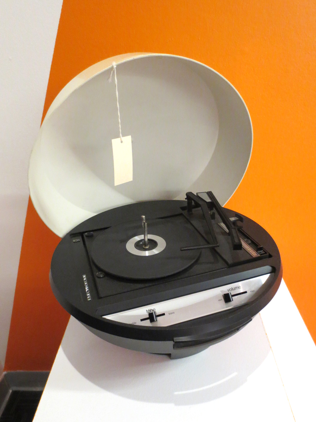 vintage-round-record-player-at-toronto-design-exchange-museum
