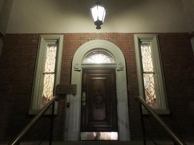 doorway-at-osgoode-hall-toronto