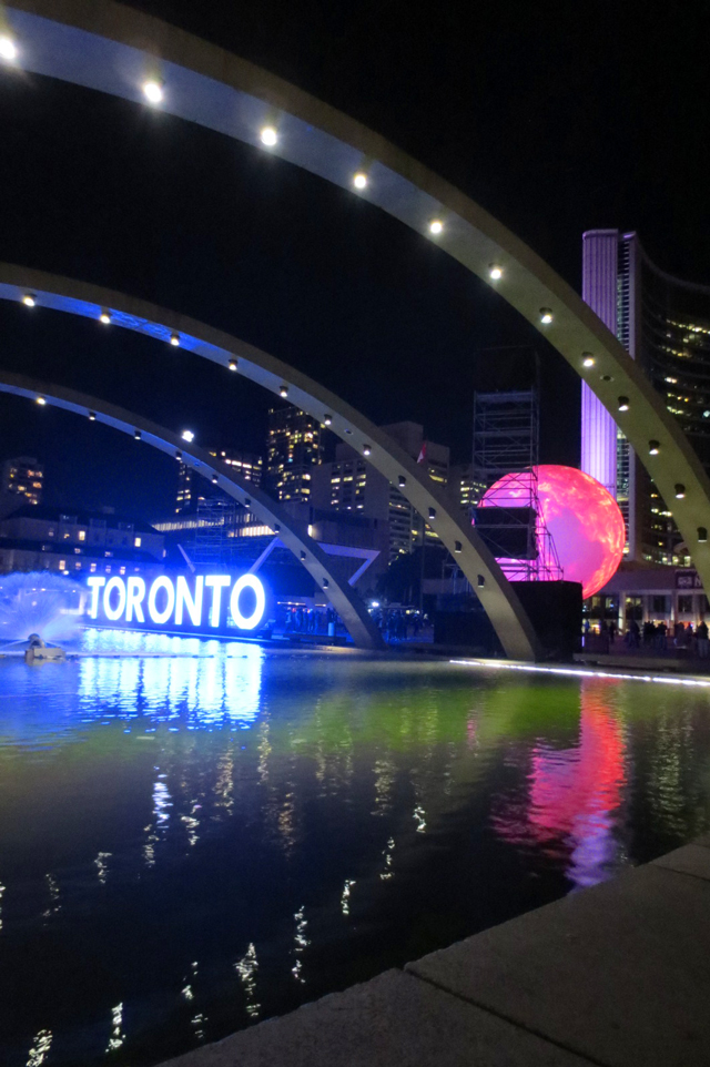toronto-nuit-blanche-nathan-phillips-square-city-hall