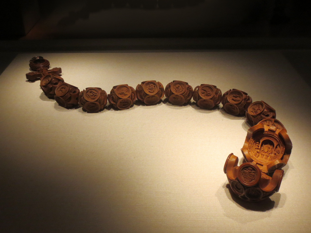 chatsworth-rosary-chain-of-small-carved-beads-at-ago-toronto-small-wonders-exhibition