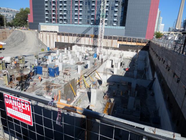 construction-site-condo-building-toronto-bathurst-street-and-niagara