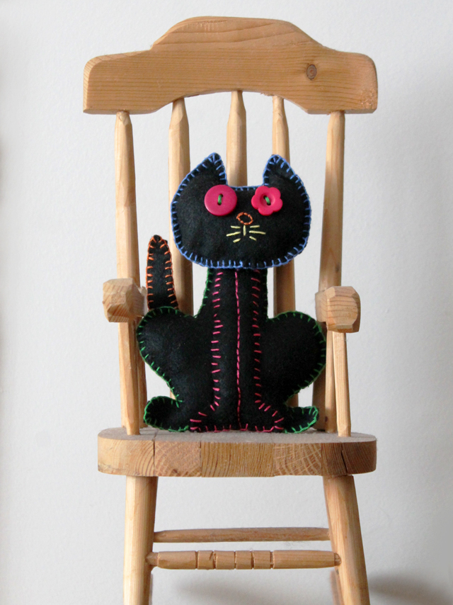 handmade-embroidered-cat-halloween-decoration-dios-de-muerto
