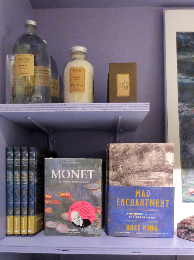 relaxing-bath-products-and-monet-books-ago-giftshop