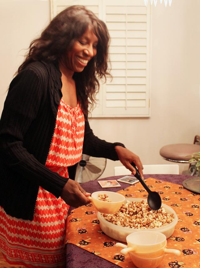 serving caramel corn
