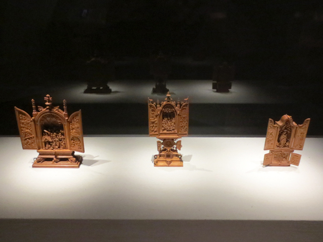 small-wonders-gothic-boxwood-miniatures-exhibition-ago-toronto-small-carvings