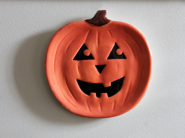 thrifted jack o lantern pumkin plate halloween