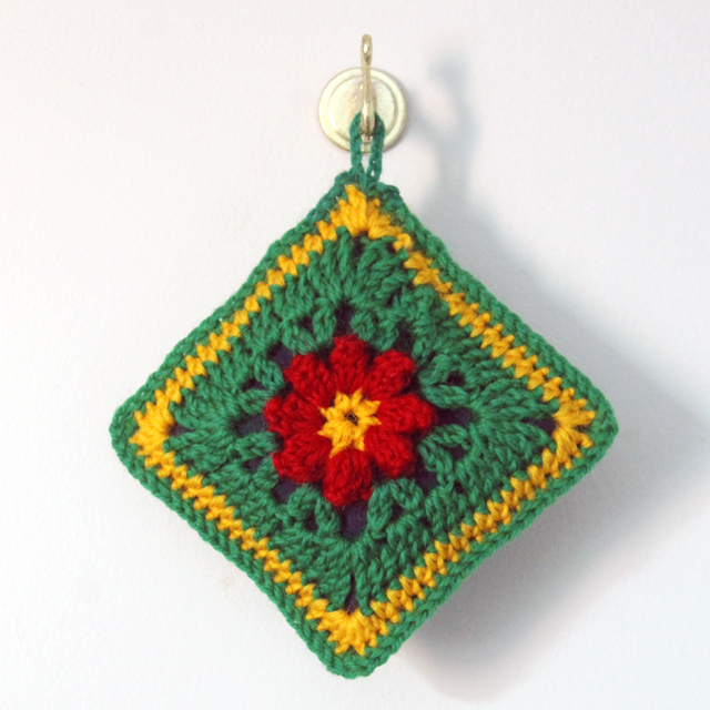 crocheted christmas sachet ornament using dadas primavera flower pattern as base