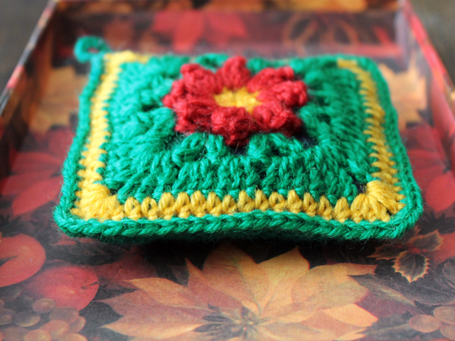 crocheted sachet cover using dadas three d primavera flower pattern